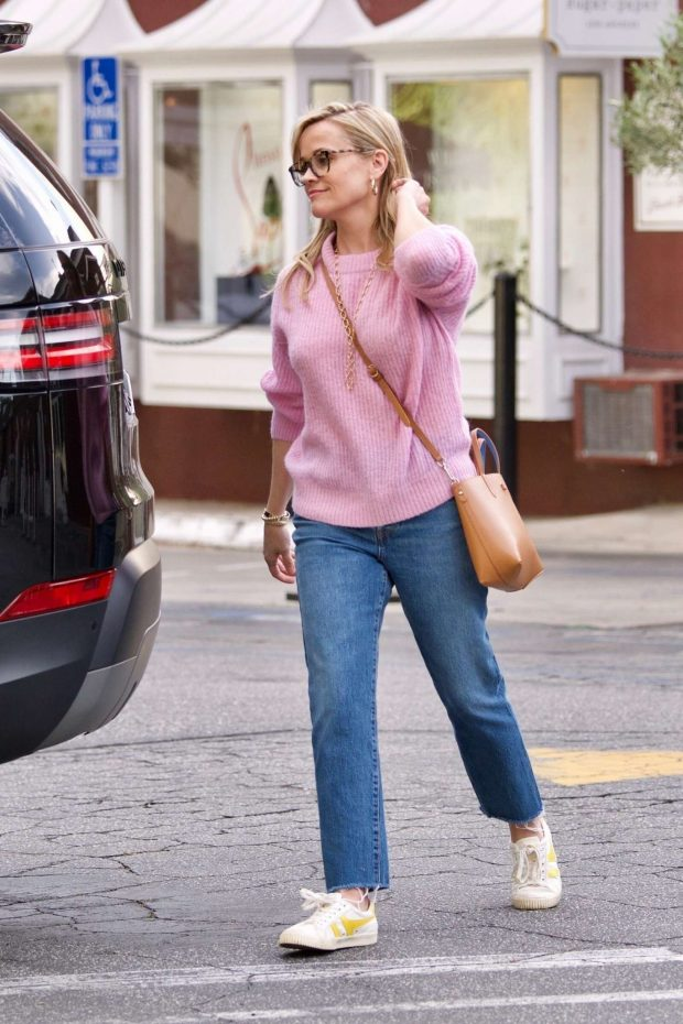 Reese Witherspoon: Out in Brentwood -06