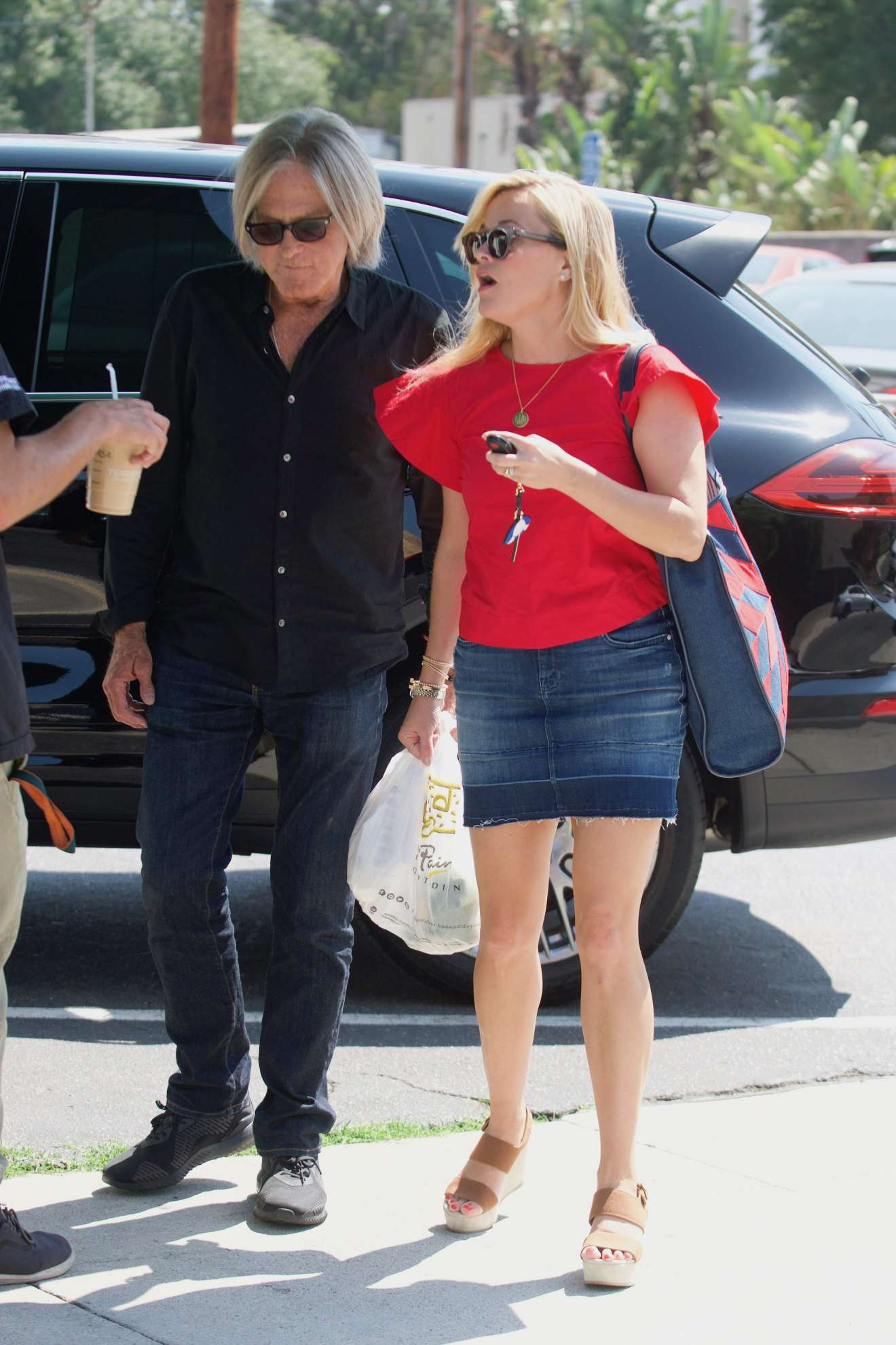 Reese Witherspoon 2017 : Reese Witherspoon: Out in Los Angeles-03
