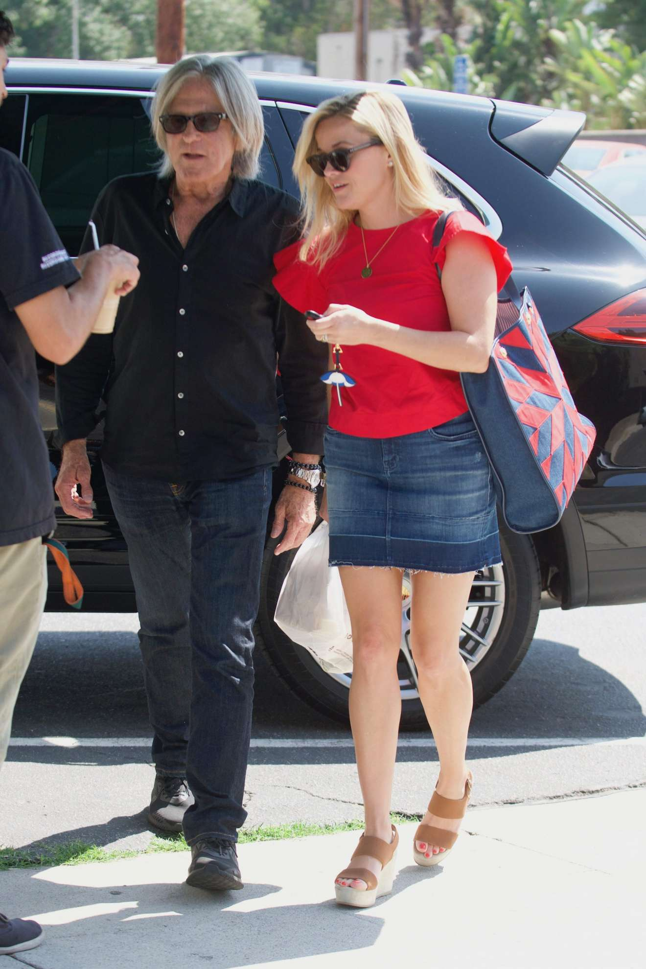 Reese Witherspoon 2017 : Reese Witherspoon: Out in Los Angeles-04