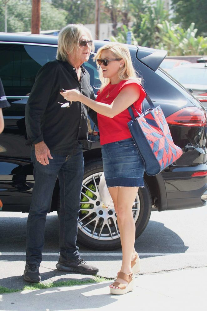 Reese Witherspoon: Out in Los Angeles-05