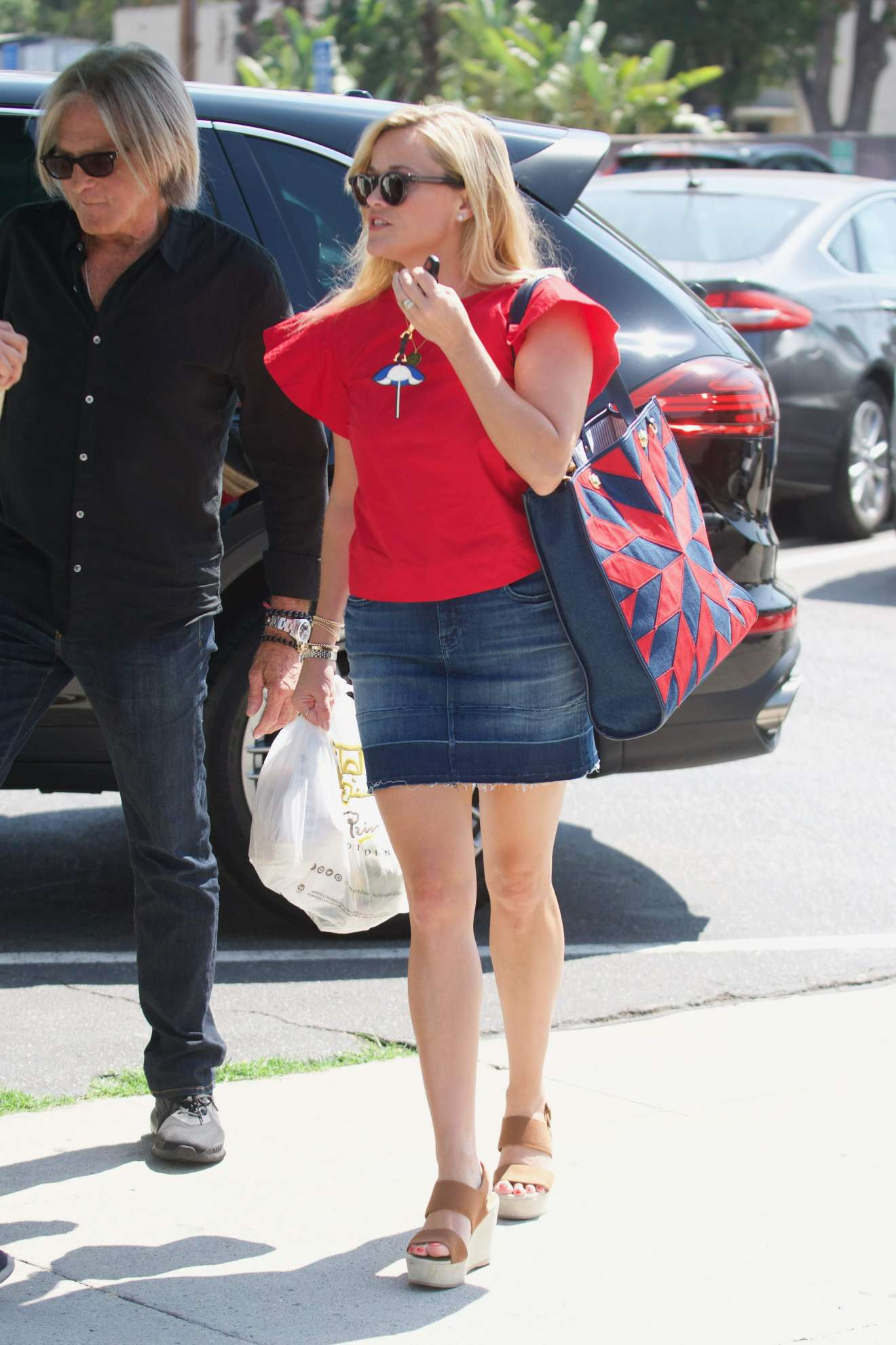 Reese Witherspoon 2017 : Reese Witherspoon: Out in Los Angeles-06