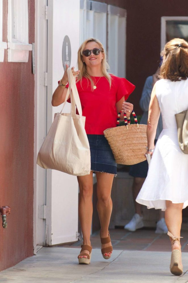 Reese Witherspoon 2017 : Reese Witherspoon: Out in Los Angeles-08
