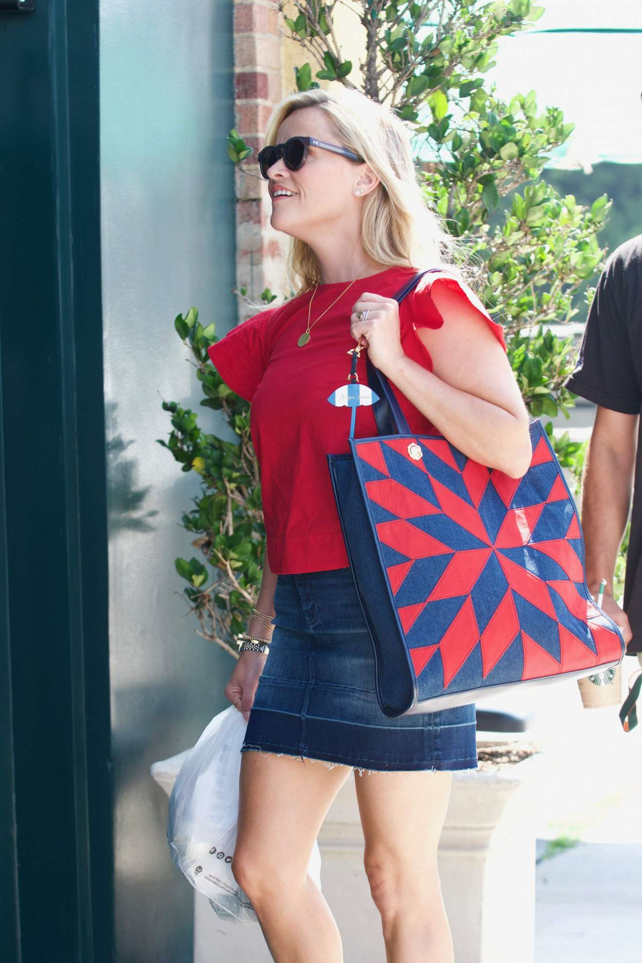 Reese Witherspoon 2017 : Reese Witherspoon: Out in Los Angeles-11