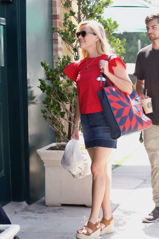 Reese Witherspoon: Out in Los Angeles-20
