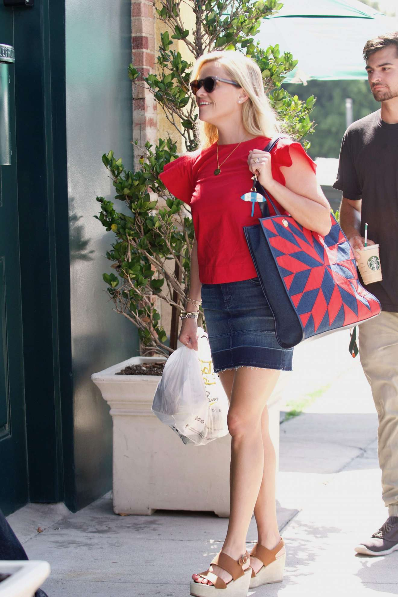 Reese Witherspoon 2017 : Reese Witherspoon: Out in Los Angeles-20