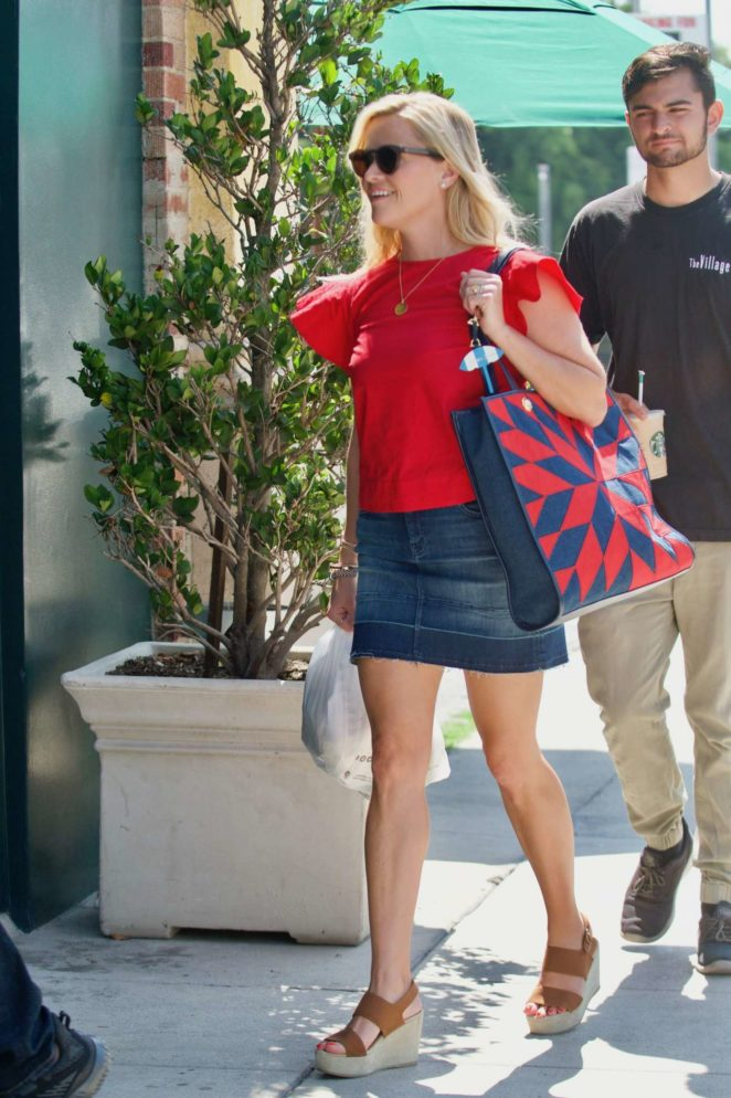 Reese Witherspoon: Out in Los Angeles-21