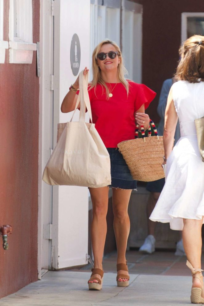 Reese Witherspoon: Out in Los Angeles-23