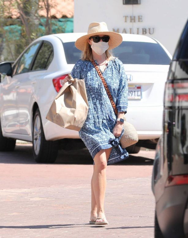 Reese Witherspoon - Out in Malibu