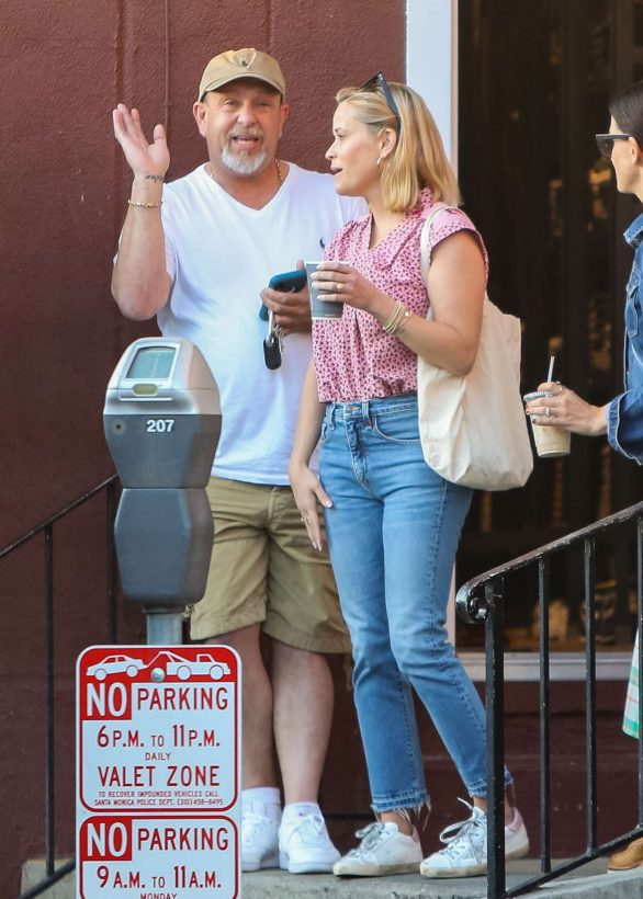 Reese Witherspoon - Out with friends in LA