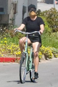 Reese Witherspoon - Riding a bicycle while her husband jog