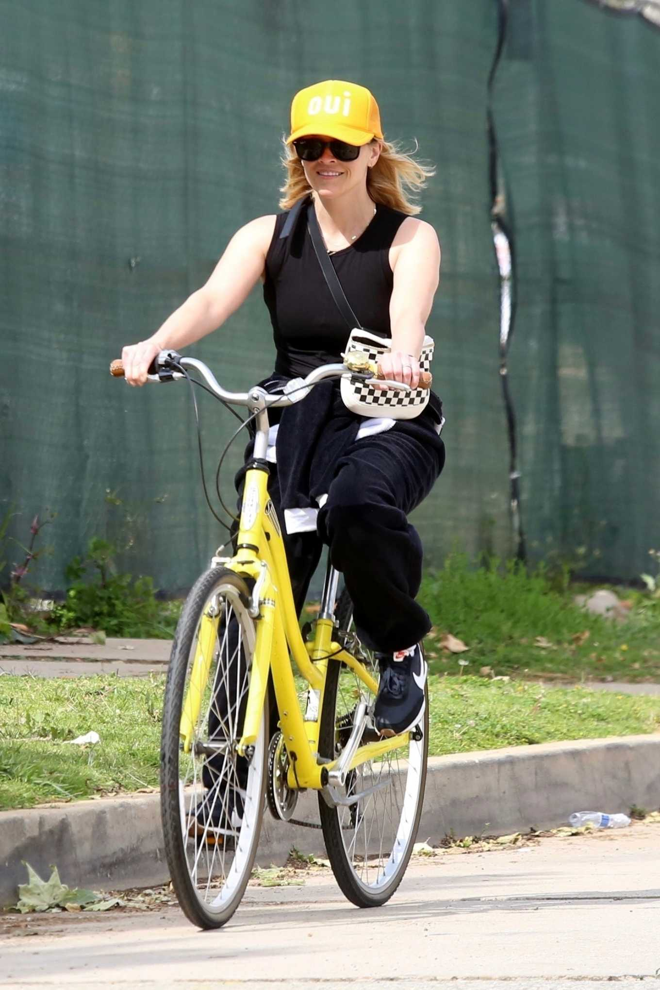 Reese Witherspoon - Riding a bike in Pacific Palisades