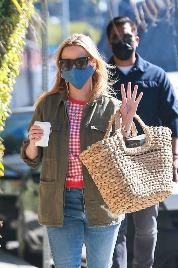 Reese Witherspoon - Seen after lunching at the Brentwood Country Mart
