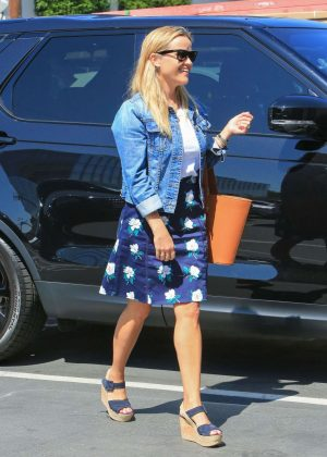 Reese Witherspoon - Seen Out In Los Angeles