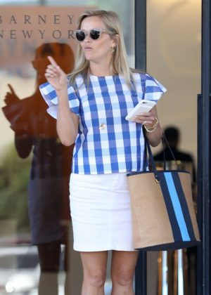 Reese Witherspoon - Shopping at Barneys New York in Beverly Hills