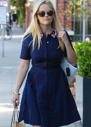 Reese Witherspoon - Shopping at James Perse in Brentwood Country