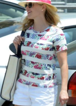Reese Witherspoon in Shorts Shopping at Sephora in Santa Monica