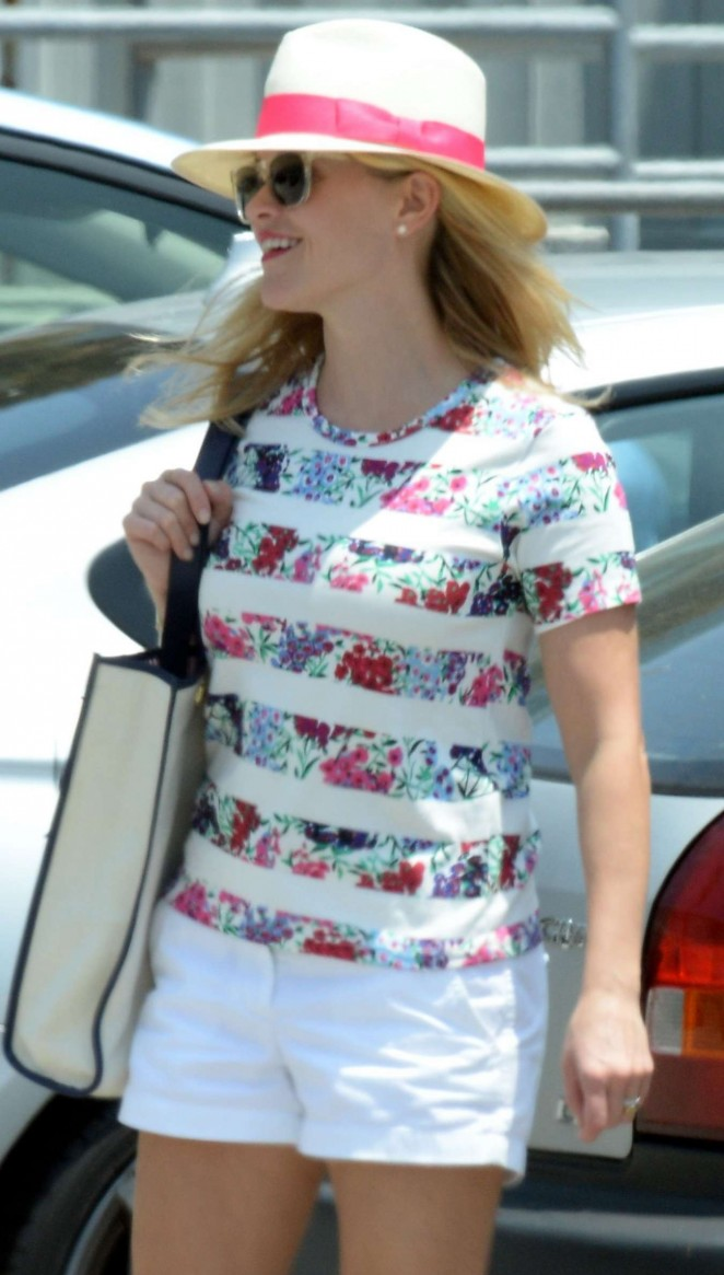 Reese Witherspoon – Shopping at Sephora in Santa Monica