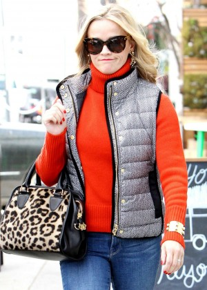 Reese Witherspoon - Shopping for the holidays in Venice Beach