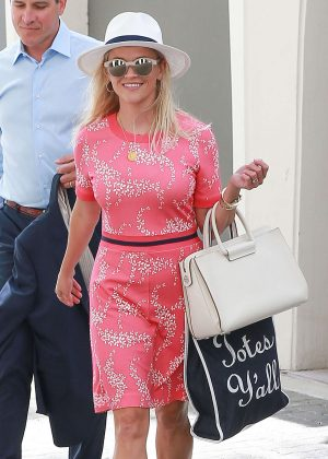 Reese Witherspoon Shopping in Beverly Hills