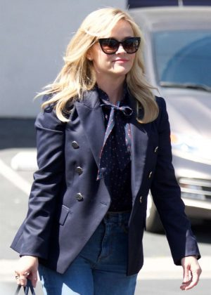 Reese Witherspoon - Shopping in Brentwood