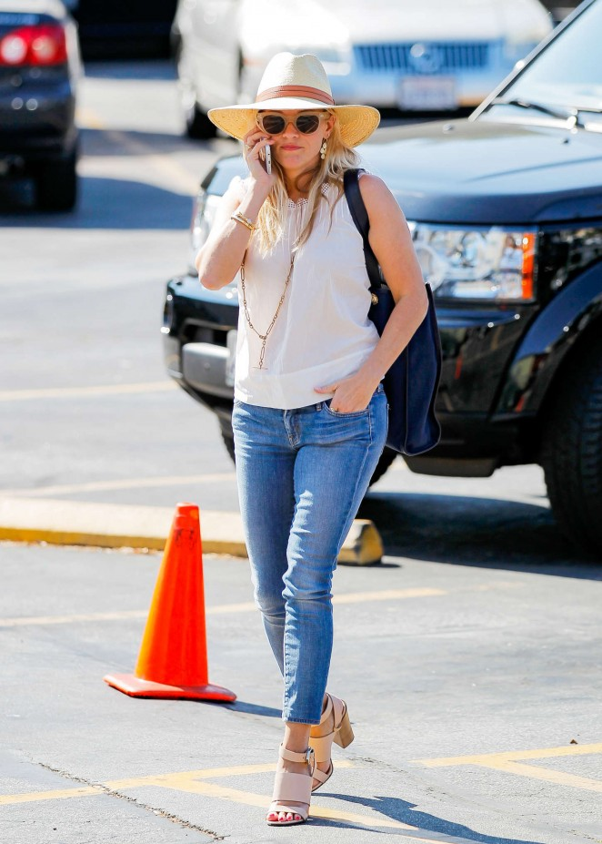 Reese Witherspoon in Jeans Shopping in LA