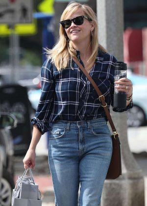 Reese Witherspoon - Shopping in Los Angeles