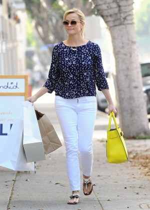 Reese Witherspoon - Shopping in Santa Monica