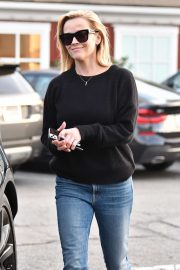 Reese Witherspoon - Spotted leaving Brentwood Shopping Center