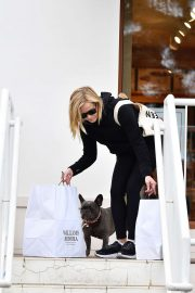 Reese Witherspoon - Takes her dog Pepper shopping in Brentwood