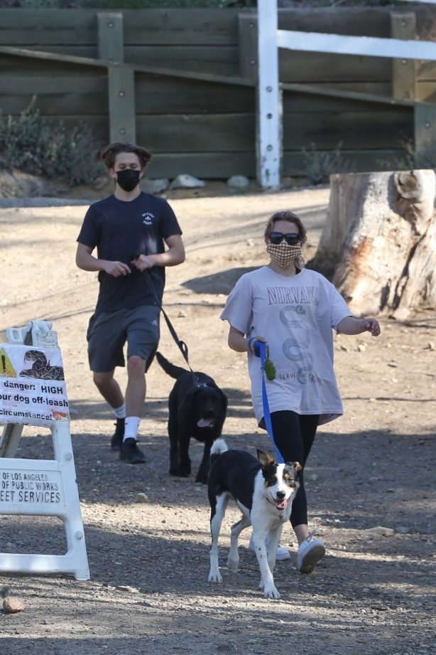 Reese Witherspoon - With Ava Elizabeth Phillippe out for a morning hike with dogs in Brentwood