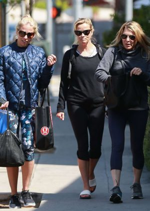 Reese Witherspoon with friends at Yoga class in Brentwood