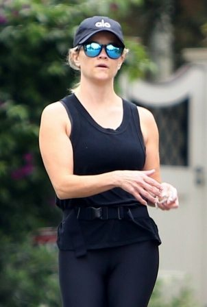Reese Witherspoon - With her yoga teacher in Brentwood