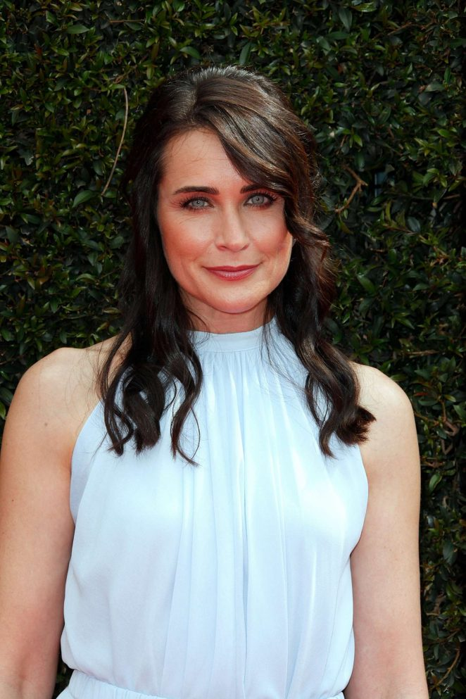Rena Sofer weight and height