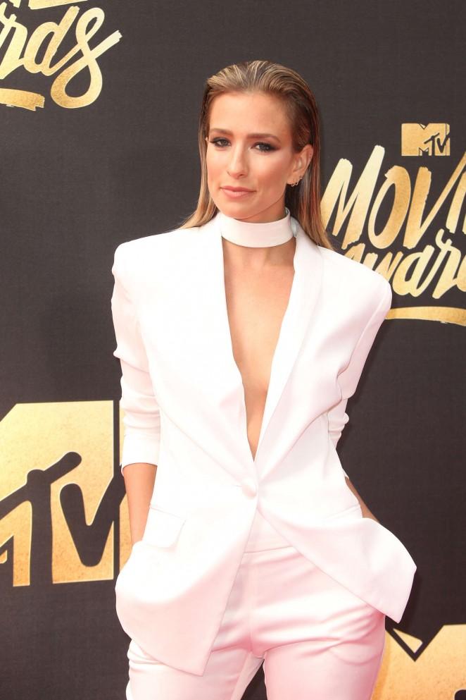 Renee Bargh: 2016 MTV Movie Awards -02