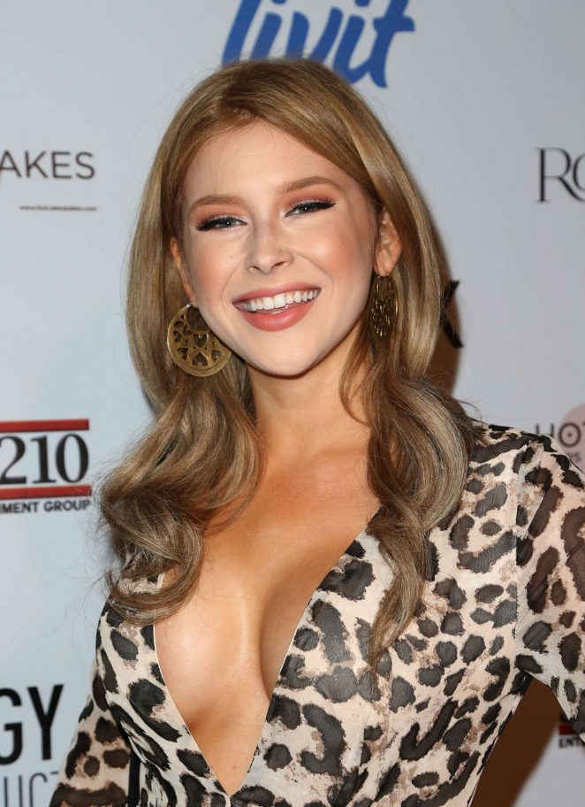 Renee Olstead - Fashion Tails Adopt A New Attitude Event in Hollywood