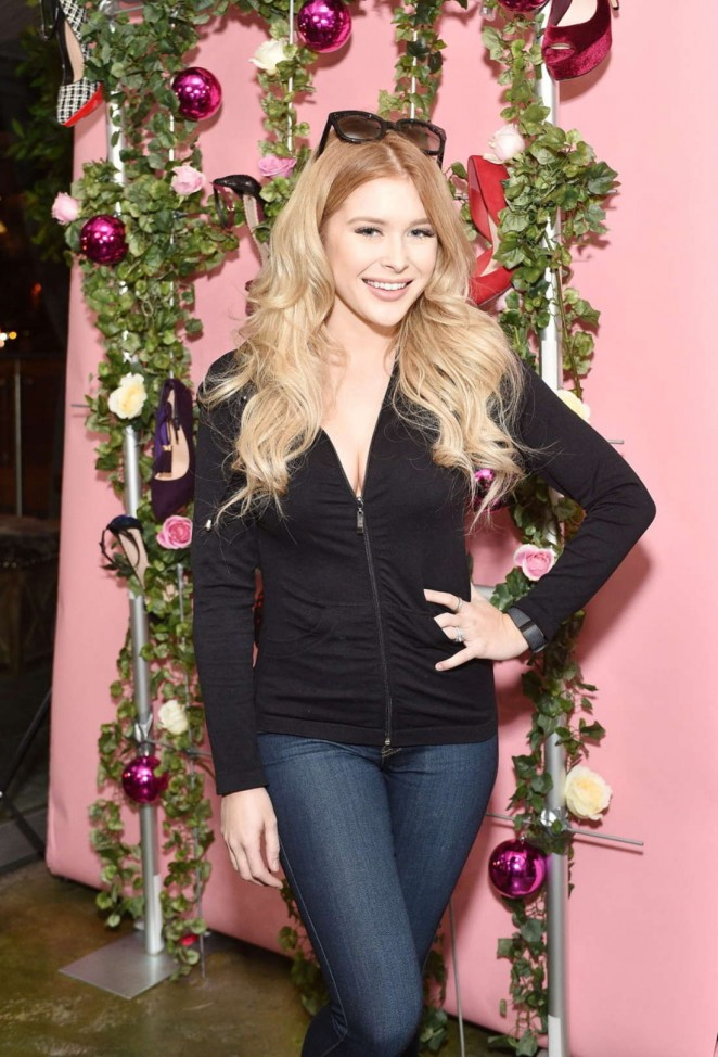 Renee Olstead - #GivingTuesdayShoeDazzle Benefiting Project Sunshine in West Hollywood