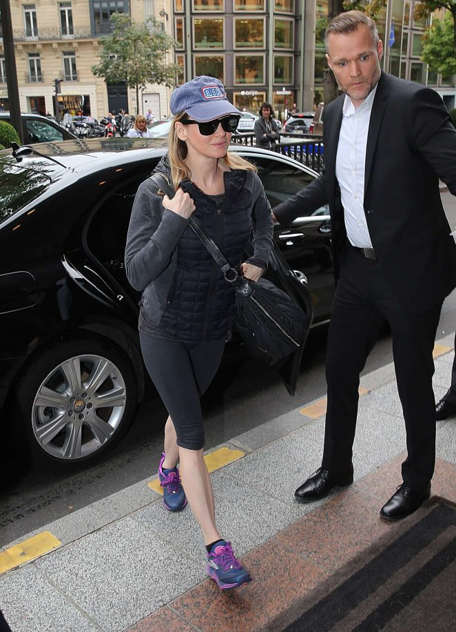 Renee Zellweger - Arrives at her hotel in Paris
