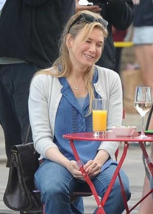 Renee Zellweger - Filming Bridget Jones Movie in Kings Cross