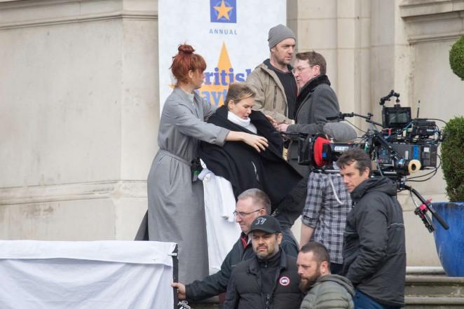 Renee Zellweger: Filming Bridget Joness Baby -03