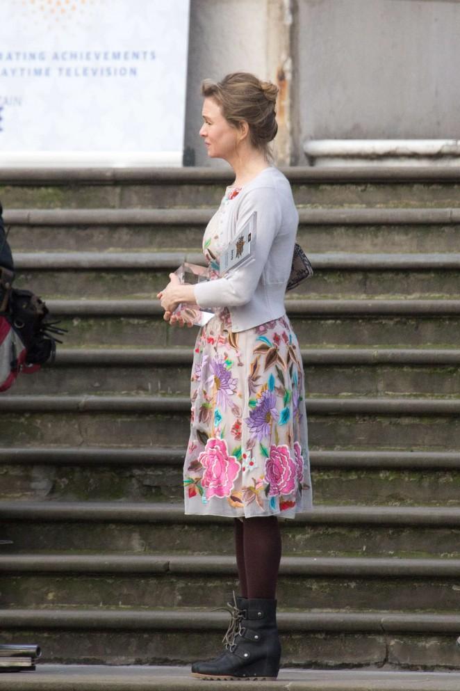 Renee Zellweger: Filming Bridget Joness Baby -05