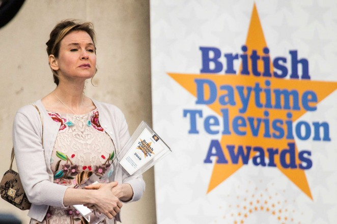 Renee Zellweger: Filming Bridget Joness Baby -08