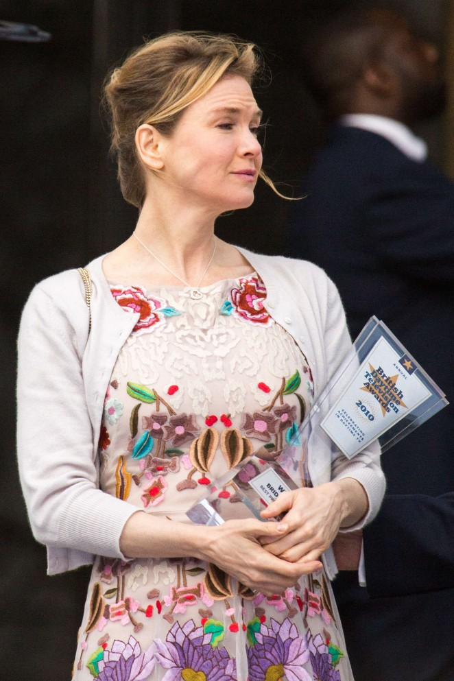 Renee Zellweger: Filming Bridget Joness Baby -10