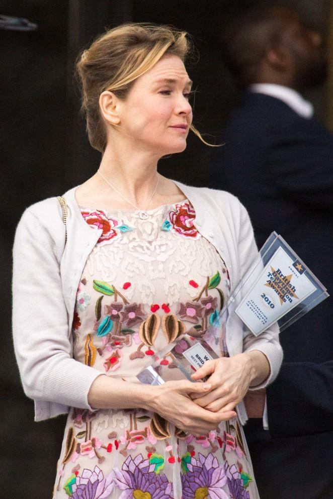 Renee Zellweger: Filming Bridget Joness Baby -10