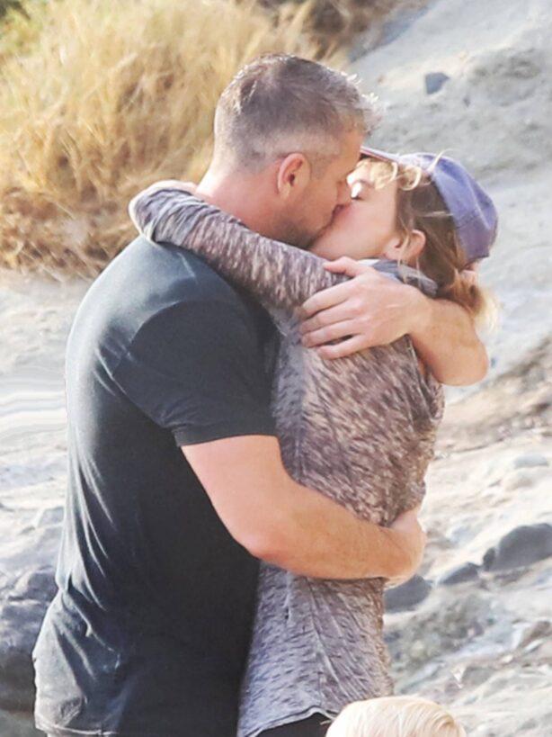 Renee Zellweger - Passionately kisses new boyfriend Ant Anstead in Laguna Beach