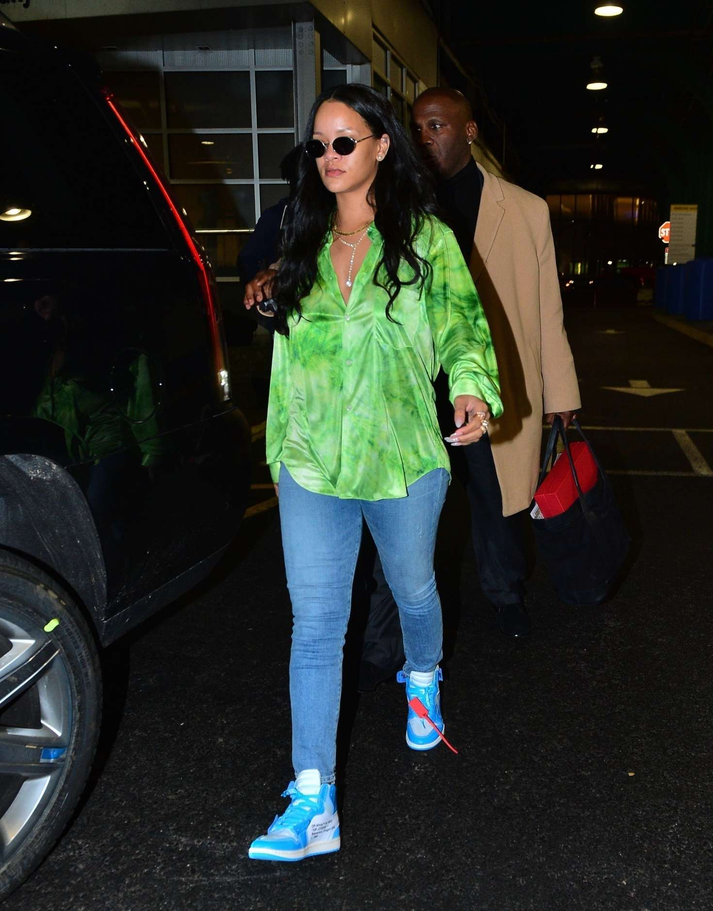 Rianna 2019 : Rianna in Green Shirt and Jeans -03