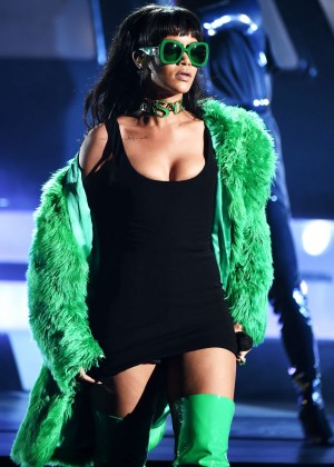 Rihanna - 2015 iHeartRadio Music Awards in LA