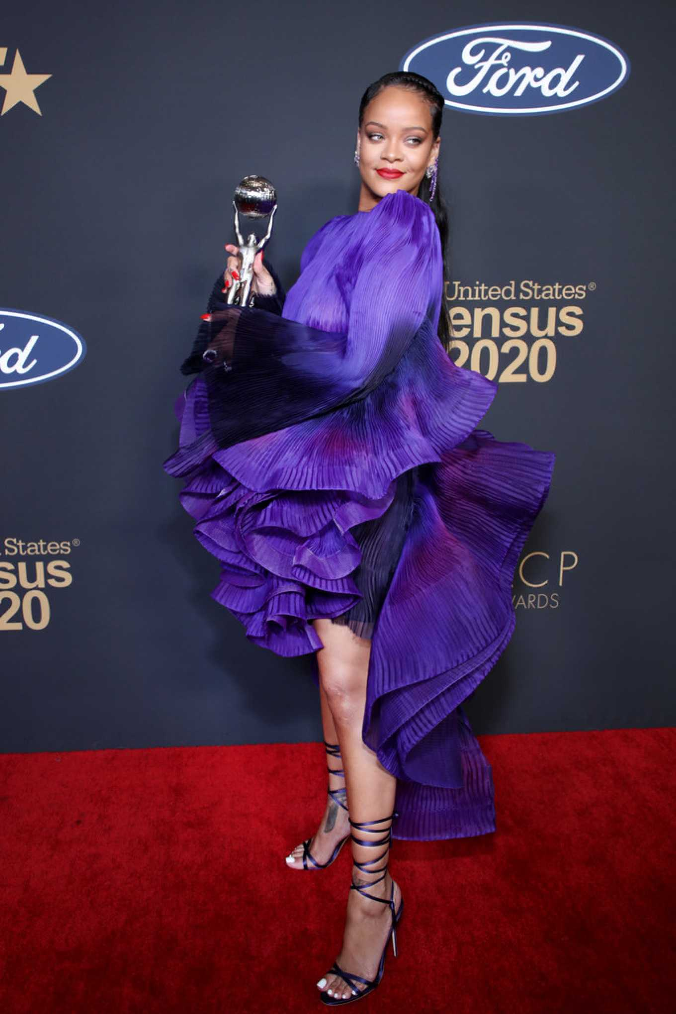 Rihanna 2020 : Rihanna – 2020 NAACP Image Awards in Pasadena-08