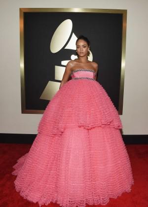 Rihanna: 2015 GRAMMY Awards -02