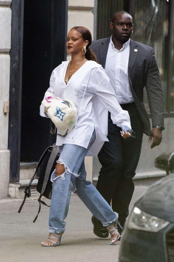 Rihanna 2019 : Rihanna – Arrives at Charles de Gaulle Airport-02
