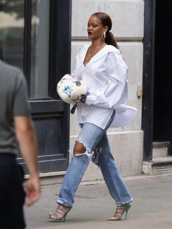 Rihanna 2019 : Rihanna – Arrives at Charles de Gaulle Airport-05